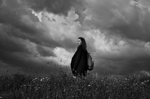 mulher-triste-tempestade