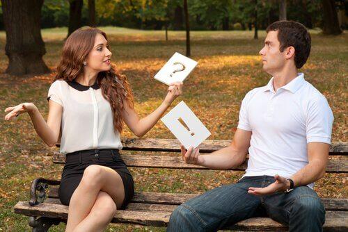 Casal-falando-sem-se-entender