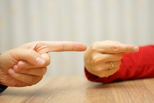 Dedos-apontando