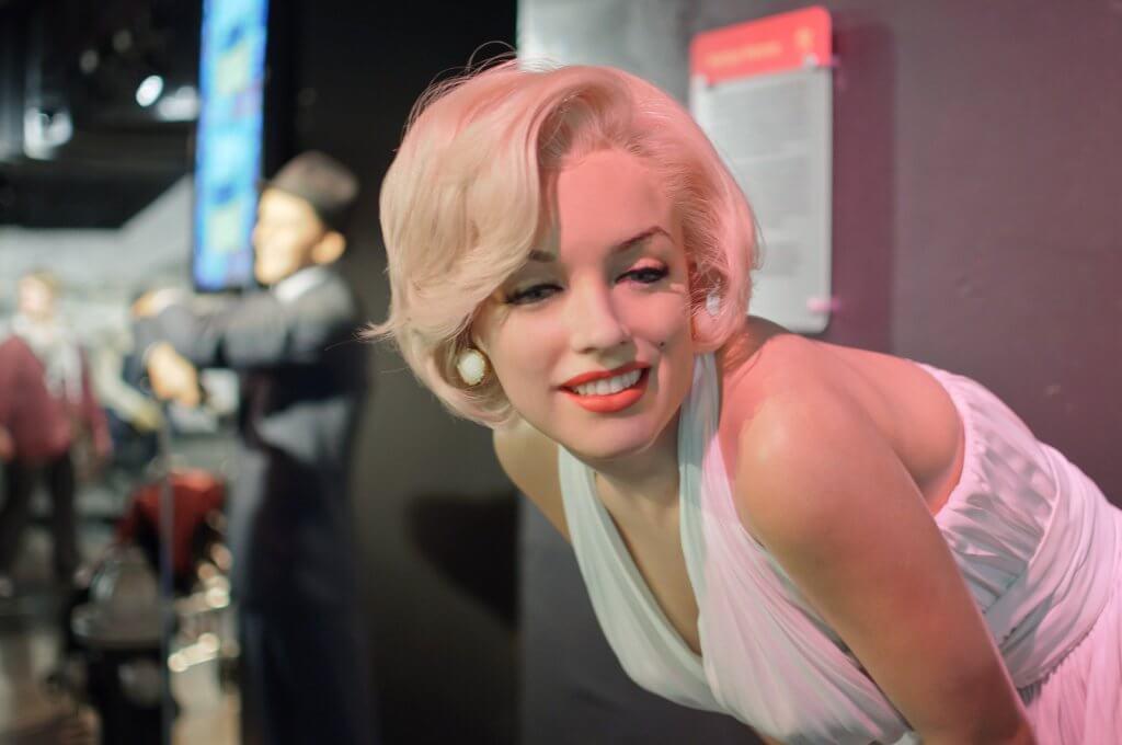 Marilyn Monroe: um retrato psicológico de uma boneca quebrada