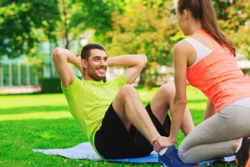 casal-fazendo-exercícios-físicos