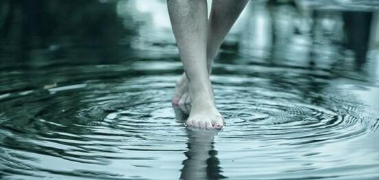 pes-andando-em-agua