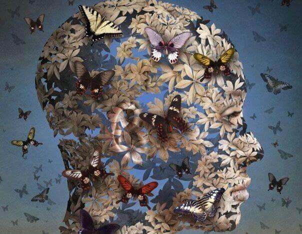 Cabeça feminina cheia de borboletas representando déjà vu