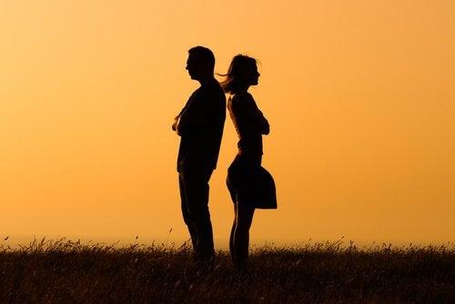 conversar-ou-se-afastar-na-relação