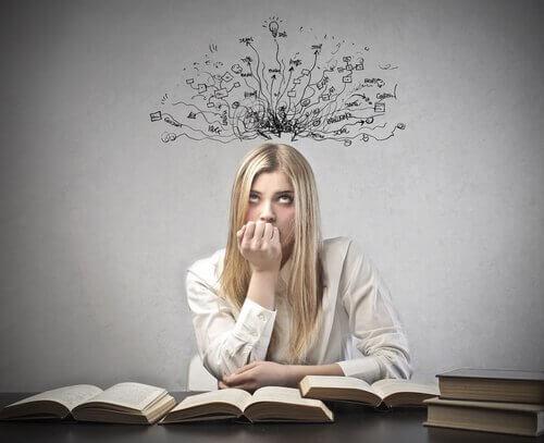 Garota-pensando-com-ansiedade