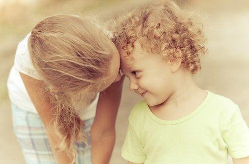 7 situações que acontecem com os irmãos mais velhos