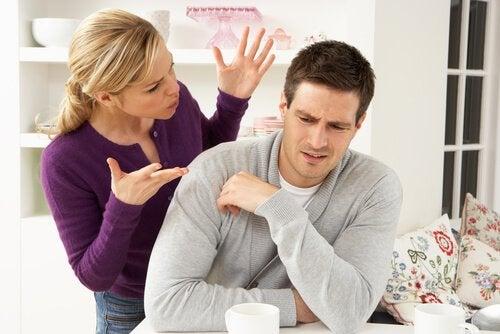 mulher-querendo-conversar-sobre-relacionamento