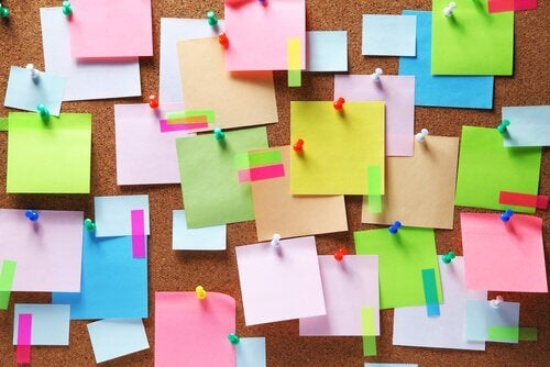 Post-it-de-cores-colados-na-parede