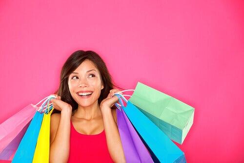 o-que-é-ser-rico-mulher-consumista
