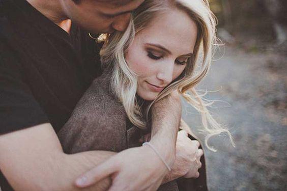 casal-apaixonado-aproveitando-detalhes-da-vida