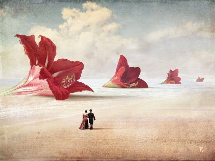 casal passeando em praia com flores gigantes