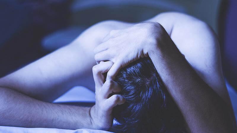 homem-sofrendo-ansiedade