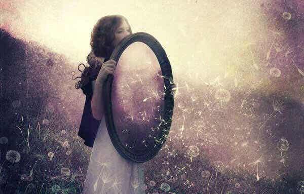 A lei do espelho: o que vê nos outros é na verdade seu reflexo