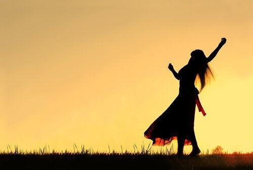 mulher-exercendo-sua-gratidão