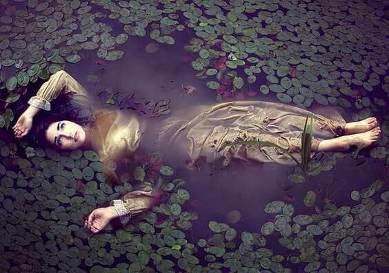 mulher-nadando
