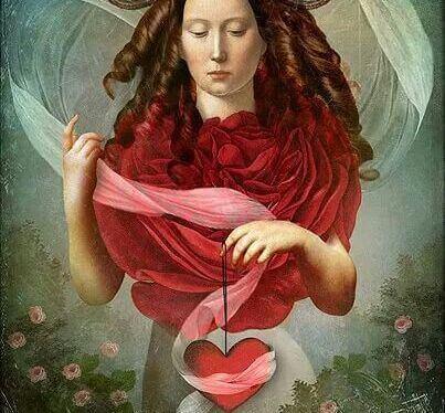 mulher-segurando-um-coração