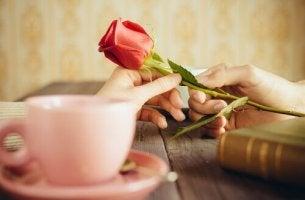 """6 maneiras de dizer """"te amo"""" sem palavras"""