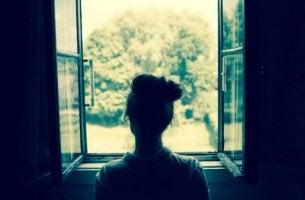 Menina triste por amor não correspondido