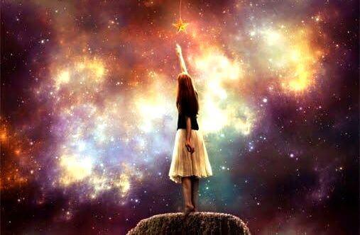 menina-tocando-estrela-realizando-seus-sonhos
