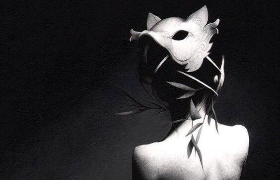 mulher-com-máscara-representando-mentira