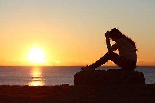 mulher-triste-por-ser-excessivamente-complacente