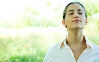 mulher-cuidando-de-sua-autoestima