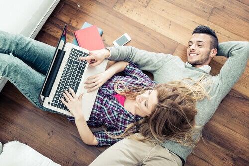 casal-zona-de-conforto-relacionamento