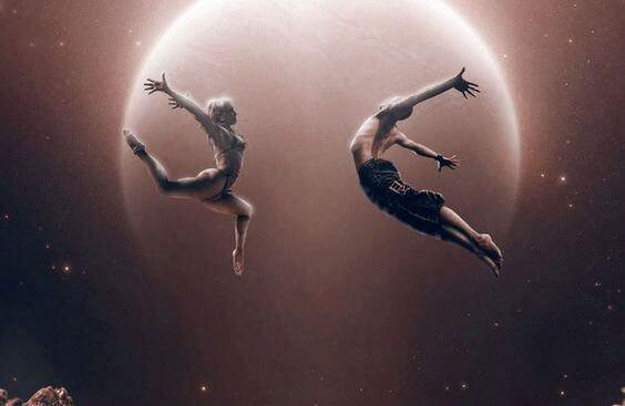 pessoas dançando na lua