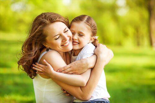 afeto-físico-mãe-e-filha