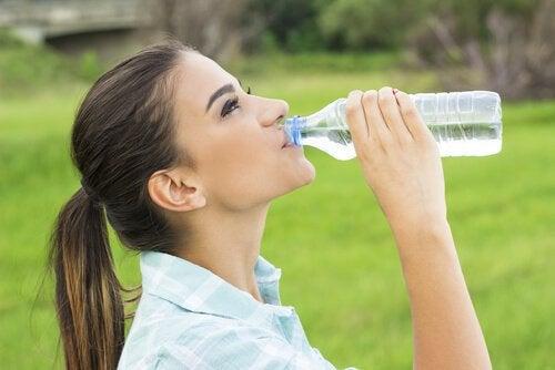 Beba água para que o seu cérebro possa dar o melhor de si