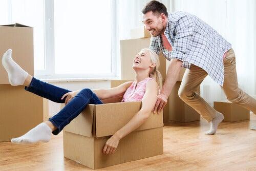 casal-feliz-zona-de-conforto-relacionamento