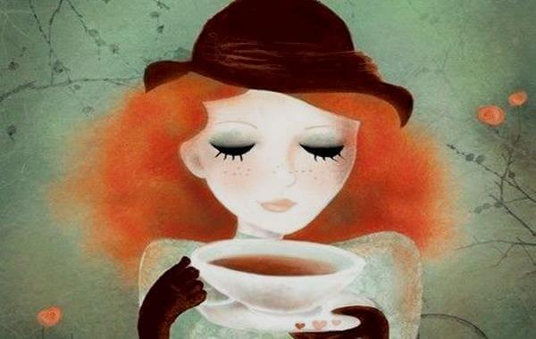 Mulher tomando café e sentindo paz interior