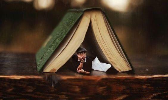 homem-em-um-livro