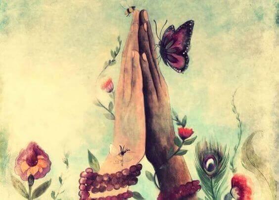maos-juntas-com-uma-borboleta