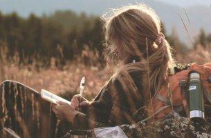 Eu escrevo porque não tenho outra maneira de beijá-lo