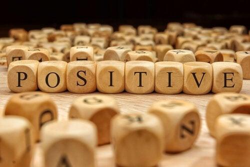 palabra-positivo-en-unos-dados