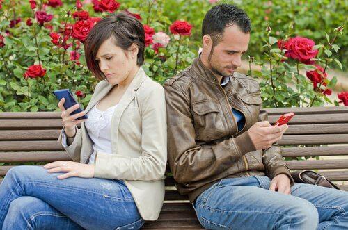 As redes sociais podem acabar com o seu relacionamento