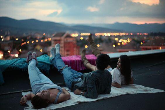 amigos-telhado