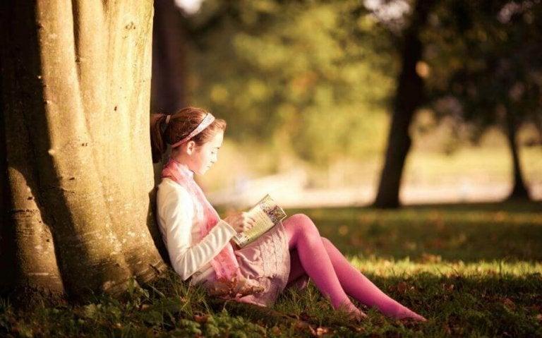 As crianças se transformam em leitores no colo dos seus pais