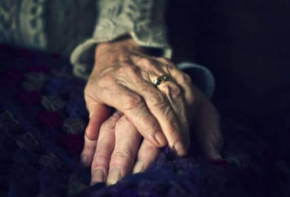 mãos-velhice