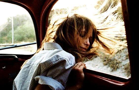 mulher-no-carro