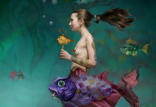 mulher-oceano-com-peixes