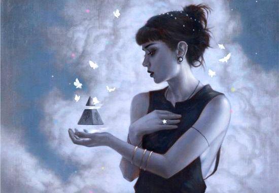 mulher-piramide-borboletas