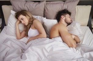 É melhor dormir juntos ou separados?