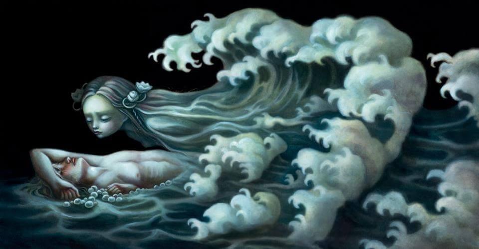 mulher-deitada-no-mar