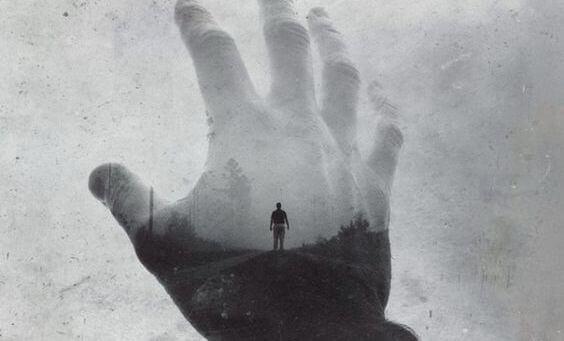 homem-mão-paisagem