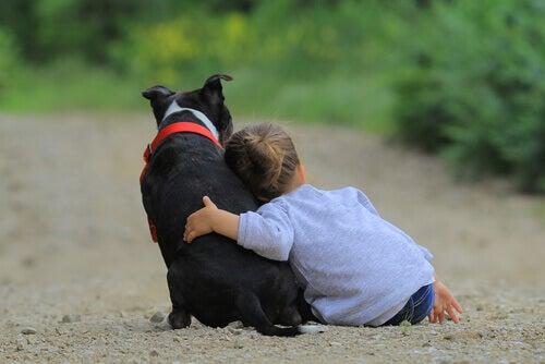 menina-com-cachorro