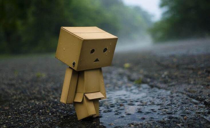 boneco-de-papelao-triste