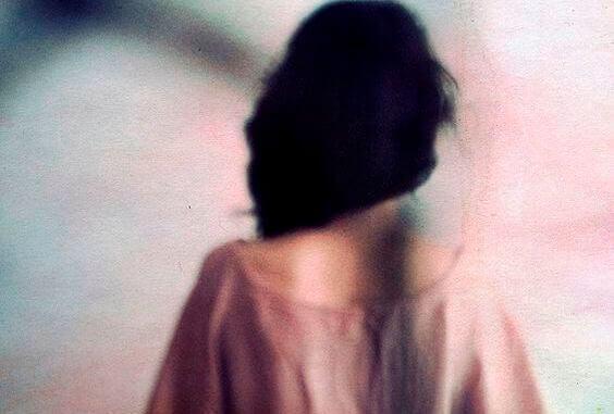 mulher-de-costas