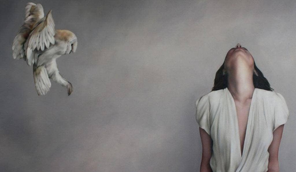 mulher-com-ave